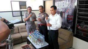 Ratusan Botol Miras Oplosan Berhasil Disita Dalam Waktu Semalam
