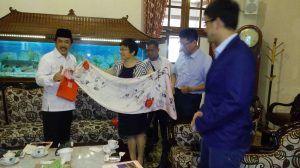 Delegasi China Berkunjung Ke Sidoarjo, Salut Dengan Sentra Kerajinan Kulit Tanggulangin