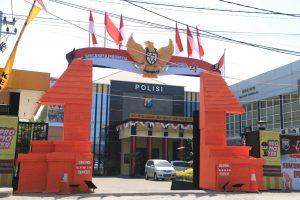 Burung Garuda Indonesia Berada Di Pintu Masuk Polres Kediri