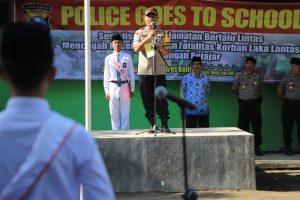 Kapolres Kediri Jadi Inspektur Upacara Di Sekolahan SMAN 1 Plemahan
